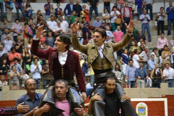 Andy Cartagena y Diego Ventura a hombros